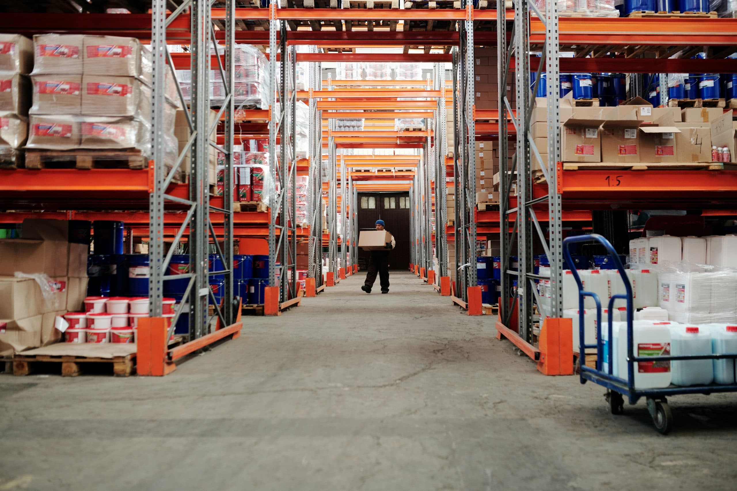 Entrepôt logistique ayant recours à la palettisation